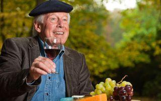 Ученые уверяют: алкоголь полезен людям старше 50 лет
