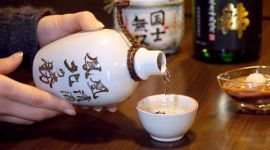 Изобретательные японцы превратили древесину в алкоголь