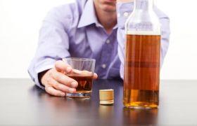 Артисты, умершие от алкоголизма: знаменитые алкоголики