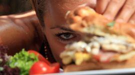 Почему после алкоголя хочется есть