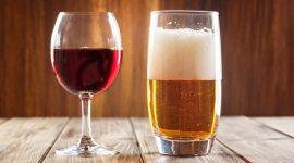 Названа неожиданная опасность фильтрованного пива и вина