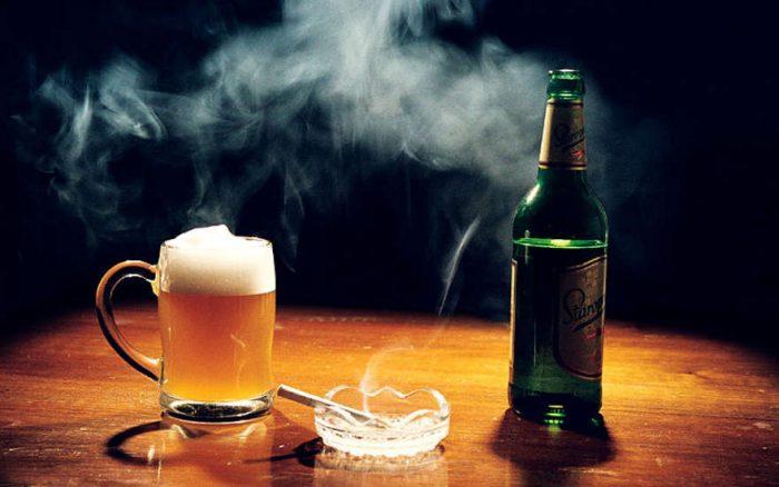 Что вреднее, алкоголь или сигареты
