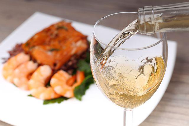 Как правильно пить безалкогольное белое вино