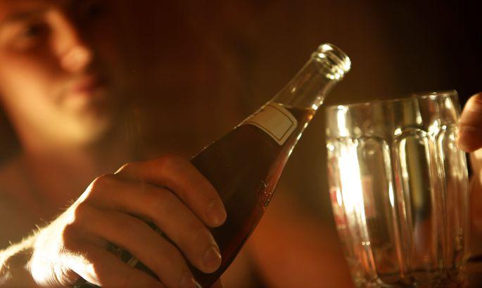Можно ли пить вино при геморрое: влияние алкоголя на болезнь и весь организм, возможные последствия и безопасные дозы