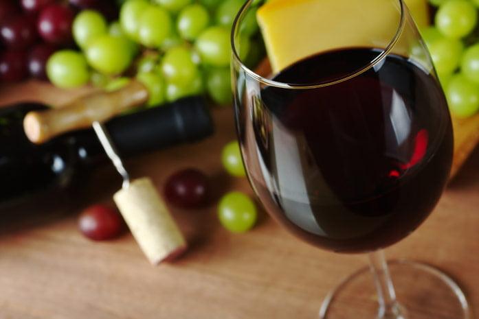 Полезен ли бокал вина в день