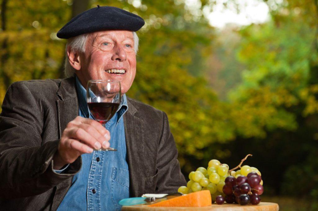 Алкоголь полезен людям старше 50 лет