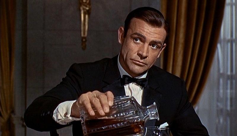 Джеймс Бонд и алкоголизм
