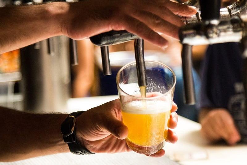 Россияне стали выбирать безалкогольные и слабоалкогольные напитки фото
