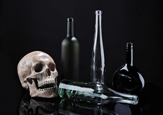 Устрашающие этикетки на бутылках