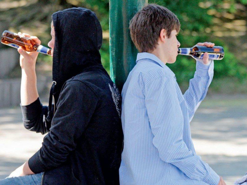 Подростков хотят тестировать на алкоголь и наркотики фото
